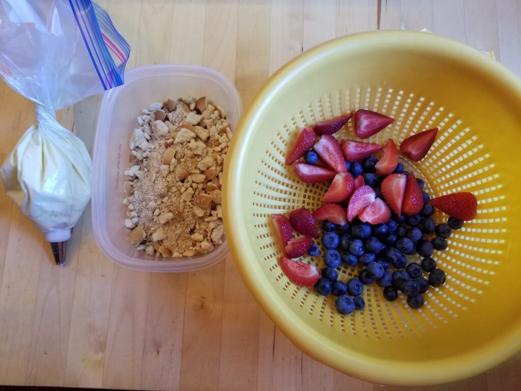 how to make strawberry blueberry cheesecake parfait